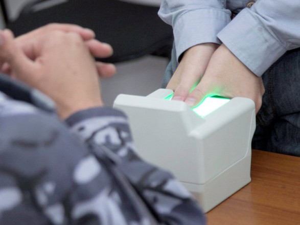 Президента просят ввести биометрический визовый режим с РФ