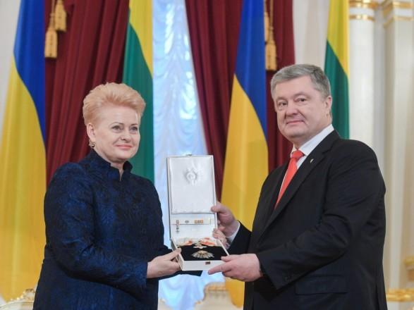 Порошенко наградил Грибаускайте орденом Свободы