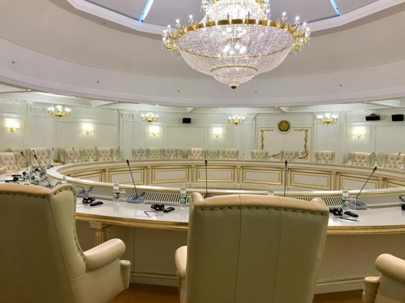 Геращенко предложила перенести переговорную площадку ТКГ в Астану