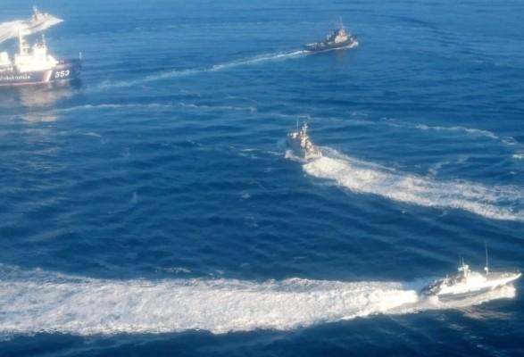 Полторак: украинские корабли продолжат ходить Керченским проливом