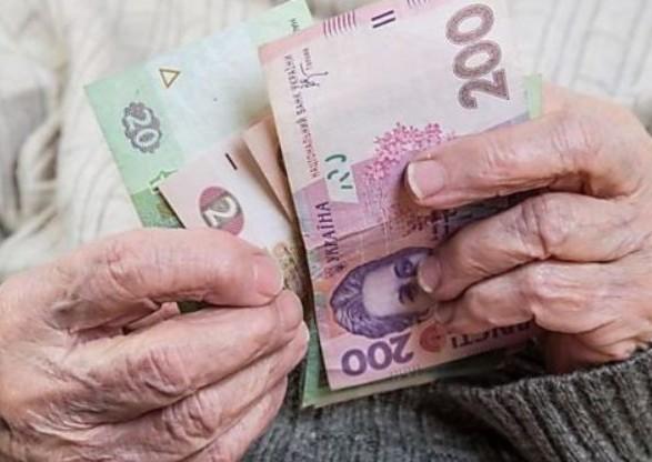 Президента призвали освободить пенсионеров от уплаты за коммунальные услуги