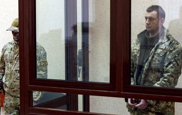 У одного из раненых украинских моряков есть осколки в руке - омбудсмен