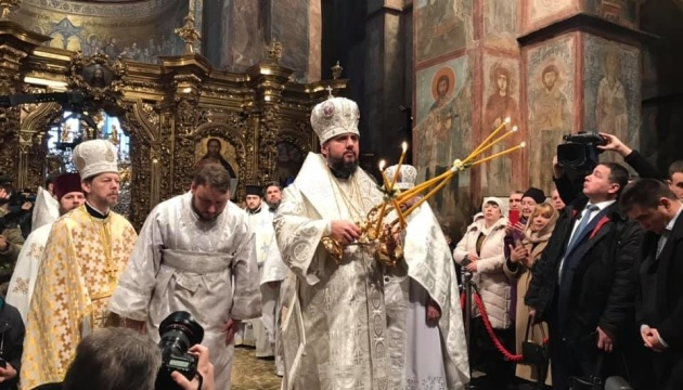 На Софийской площади собираются украинцы на праздничное богослужение