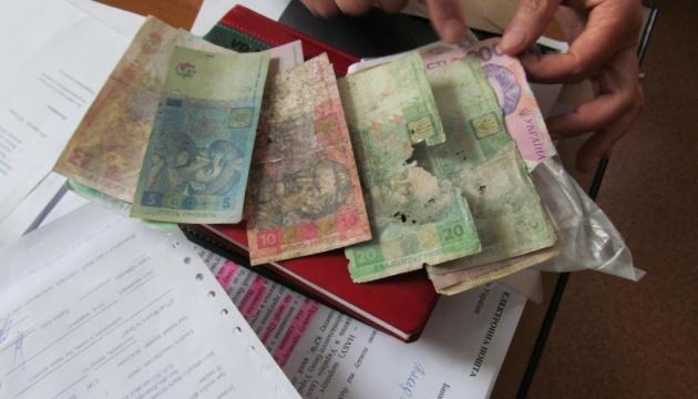 Назвали банки, в которых украинцы смогут нести изношенные гривни