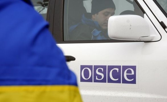 Патруль ОБСЕ попал под обстрел вблизи Золотого