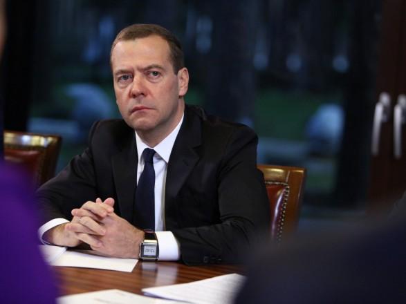 """Медведев заявил, что """"стабильная политическая обстановка"""" в Украине - является условием транзита газа"""