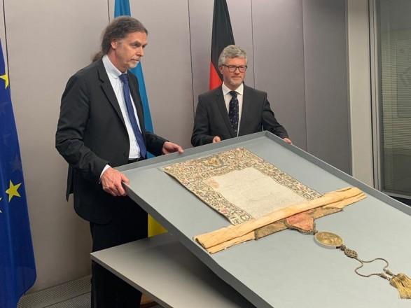 Германия вернула Украине грамоту Петра І