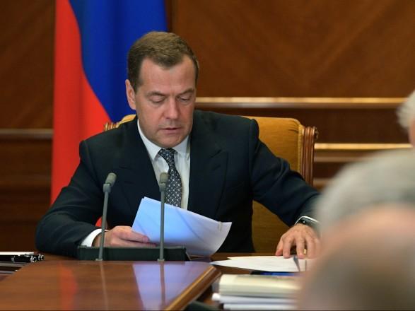 Медведев прокомментировал выборы в Украине и заявил, что РФ хочет наладить отношения с Киевом