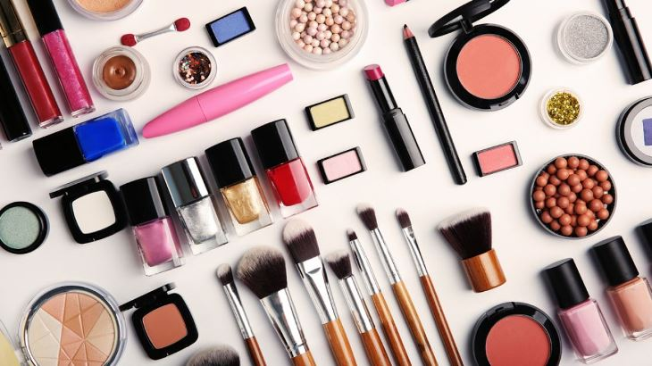 Что выбрать: профессиональная косметика или массовая продукция?
