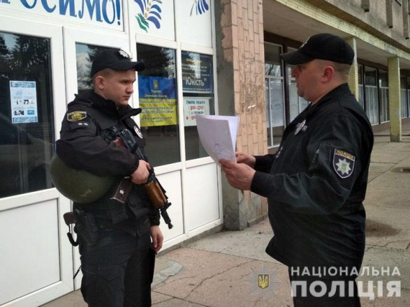 Более 260 полицейских охраняют избирательные участки на линии разграничения
