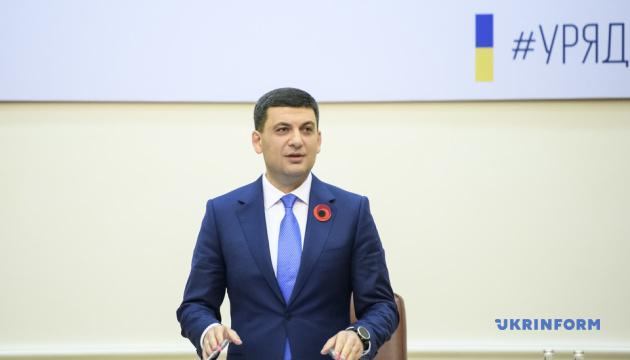 """Гройсман призывает украинцев """"тотально"""" вакцинироваться"""