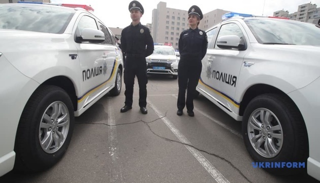 Нацполиции передали 83 гибридные авто Mitsubishi