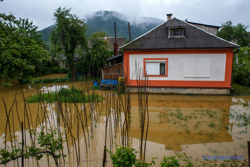 """Инаугурация Зеленского, """"большая вода"""" и душ для стелы"""
