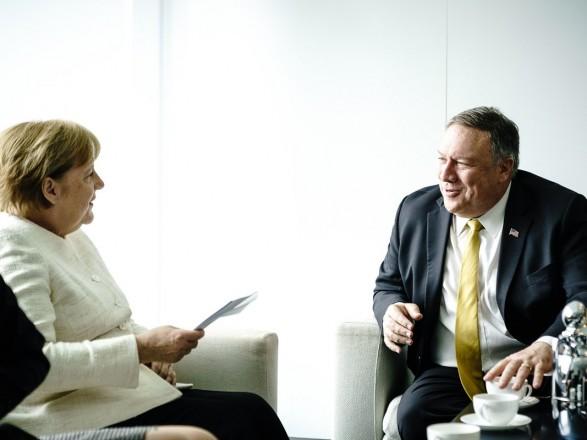 Меркель настроена обсудить с Помпео будущее Украины