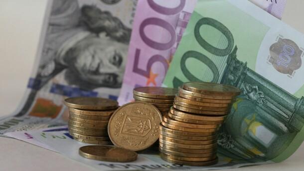 Доллар в Украине упал на 10-месячное'дно, а евро стал дороже