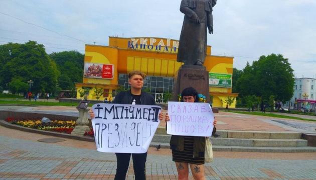 Задержание несовершеннолетних в Ровно: полицейские играют с огнем