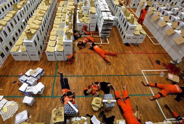 Смерть работников избирательных комиссий в Индонезии: число погибших увеличилось до 318