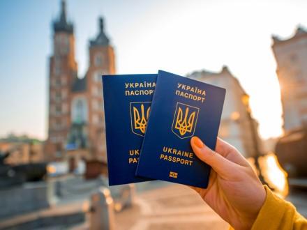 В Украине возобновляют выдачу загранпаспортов и ID-карт