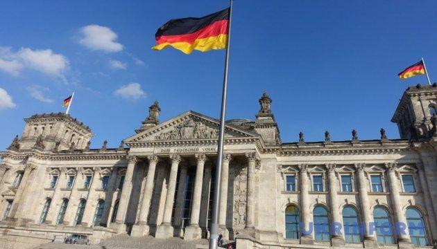 Признание Голодомора геноцидом: в Бундестаг передали еще 13 тысяч подписей украинцев