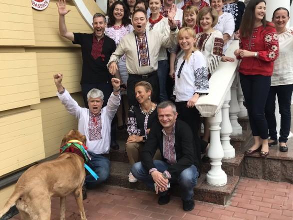 Посольство Швейцарии присоединилось к празднованию Дня вышиванки