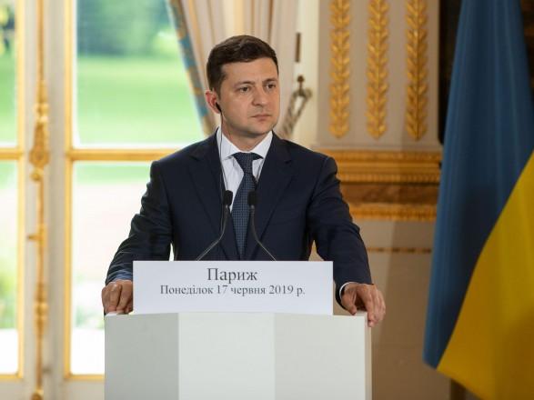 Президент пригласил Макрона в Киев