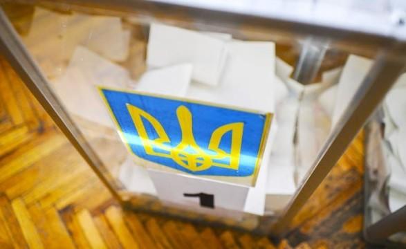 Место голосования перед досрочными выборами в Раду изменили более 6,3 тыс. человек