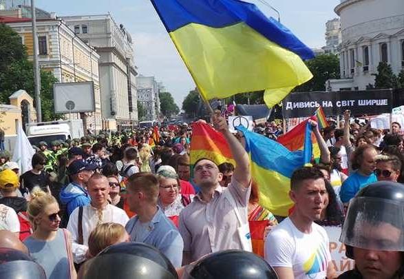 Amnesty International призывает расследовать нападение на посетителей прайд-недели в Киеве