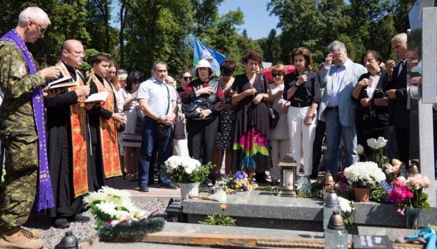На примере Слипака будут будут воспитываться поколения украинцев - Порошенко