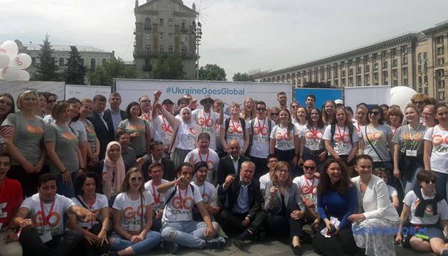 К языковым пришкольным лагерям GoCamp присоединятся волонтеры из 60 стран