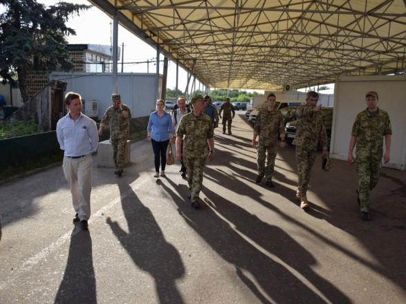 В Станице Луганской произошло разведения украинских подразделений - ООС