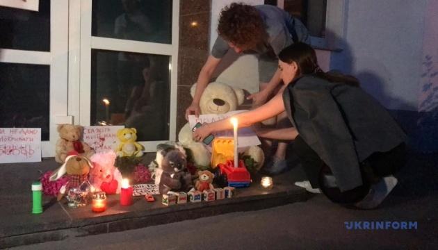Более сотни активистов митингуют под МВД за убийство 5-летнего мальчика