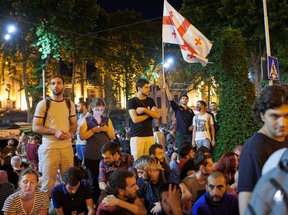 В Тбилиси люди снова вышли на протесты под парламентом