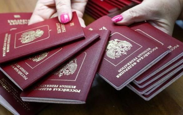 В МинВОТ рассказали, кому в ОРДЛО выдадут российские паспорта в первую очередь