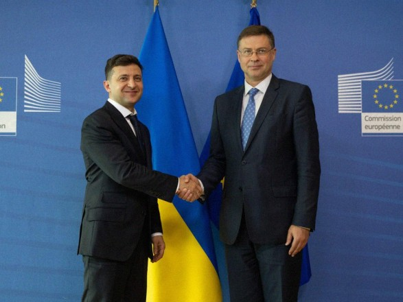 Президент Украины встретился с Вице-президентом Европейской Комиссии Валдис Домбровскисом