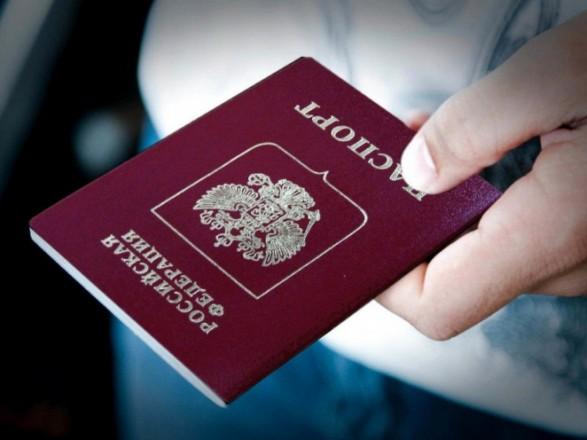 """Путин заявил, что жители ОРДЛО стоят в """"очередях"""" за российским паспортам"""
