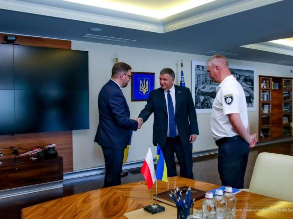 Аваков обсудил с послом Польши работу МВД на досрочных выборах в Раду