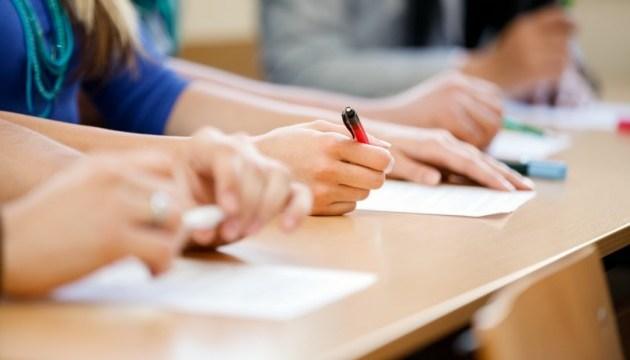Высший балл ЗНО по украинскому получили школьницы из Донецкой области
