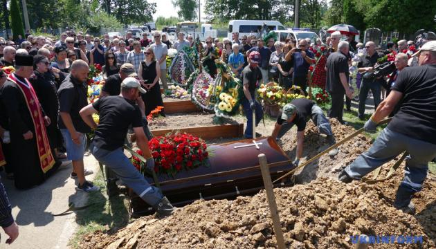 Вирастюка похоронили на Аллее славы