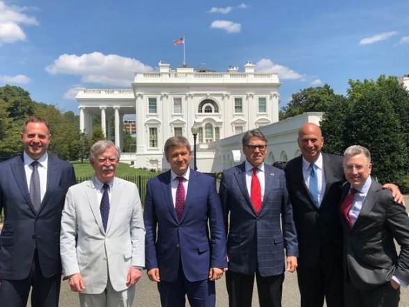 Данилюк встретился в Вашингтоне с Болтоном и Перри
