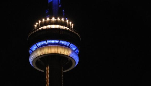 Самое высокое здание Канады подсветили в честь Украины