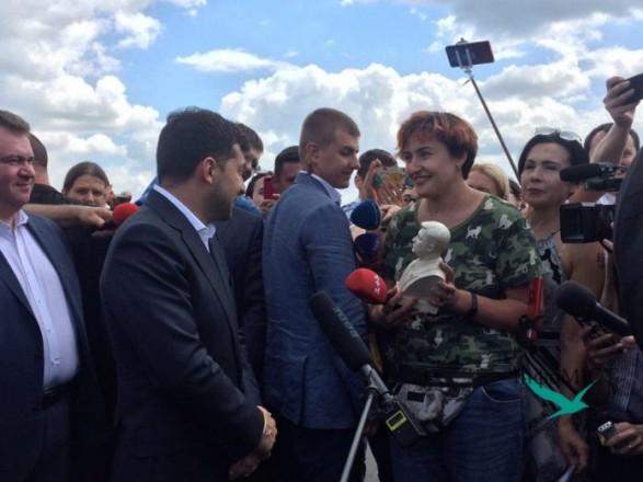 Что за культ: Зеленский прокомментировал свои гипсовые бюсты
