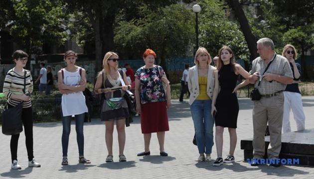 """Мать Кольченко поддержала акцию """"За гранью"""" по случаю дня рождения Сенцова"""