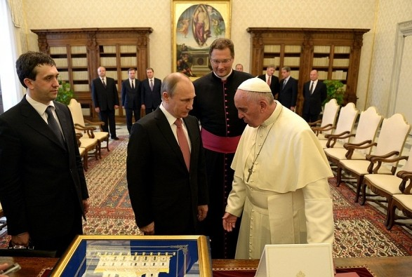 Встреча Путина и Папы Франциска: Украина просила Ватикан вспомнить о политзаключенных