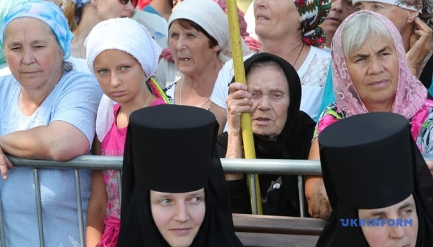В Киеве верующие УПЦ МП двинулись крестным ходом к Лавре