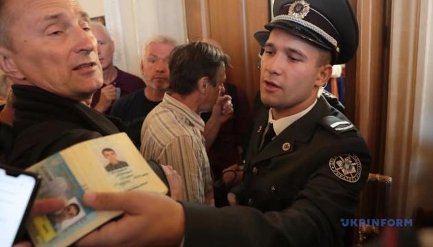 На заседание Рады пускают не всех журналистов - отсутствуют в списке