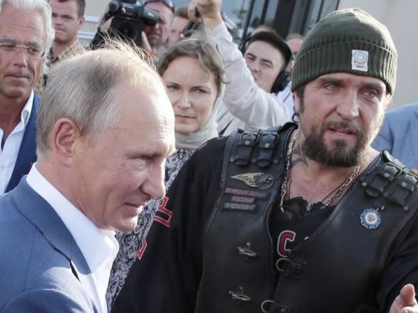 Путина отказались штрафовать за езду без шлема в Крыму