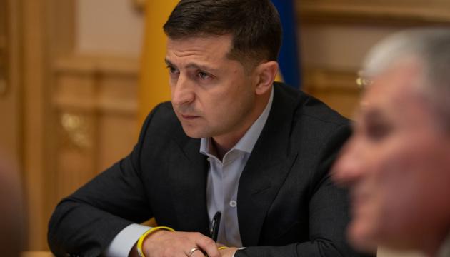 Президент поручил выделить квартиры семьям погибших под Павлополем военных