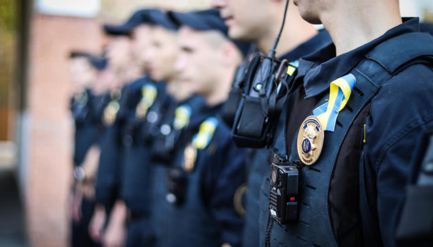 По случаю Дня Независимости нацгвардейцы несут службу с сине-желтыми лентами