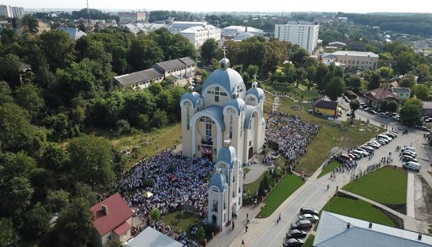 Епифаний провел богослужение в Винниках Львовской области