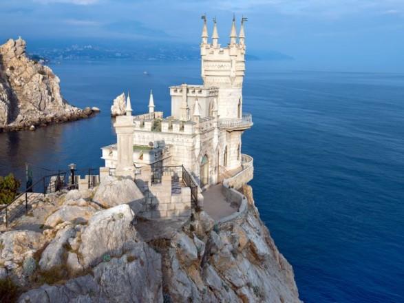 """В Крыму из-за """"реконструкции"""" закрыли для посещения """"Ласточкино гнездо"""""""